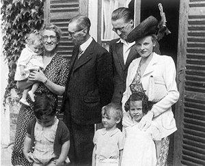 Jean FRANÇAIX, son épouse Blanche et ses trois enfants , en compagnie de ses parents