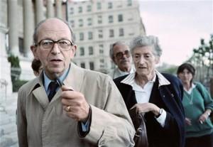 Raymond et Lucie AUBRAC à Lyon en 1987 lors du procès Barbie | © AFP