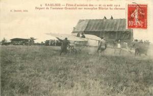 CPA - Saulieu (Côte-d'Or) - Fêtes d'Aviation des 11 et 12 Août 1912 - Départ de l'aviateur Grazzioli sur monoplan Blériot