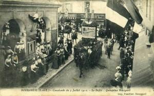 CPA - Bourgueil (Indre-et-Loire) - Cavalcade du 7 Juillet 1912 - Le Défilé - Quinquina Bourgueil