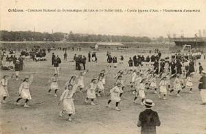 CPA - Orléans (Loiret) - Concours National de Gymnastique - 30 Juin et 1er Juillet 1912 - Cercle Jeanne d'Arc - Mouvements d'ensemble