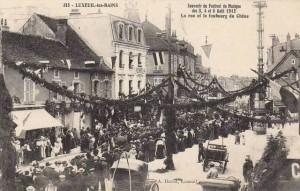 CPA - Luxeuil-les-Bains (Haute-Saône) - Souvenir du Festival de Musique des 3, 4 et 5 Août 1912 - La rue et le faubourg du Chêne