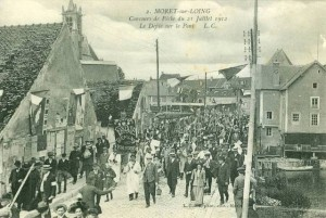 CPA - Moret-sur-Loing (Seine-et-Marne) - Concours de Pche du 21 Juillet 1912 - Le Dfile sur le Pont