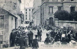 CPA - Bagnolet (Seine) - Couronnement de la Rosire - 5 Aot 1912 - En Route vers la Mairie