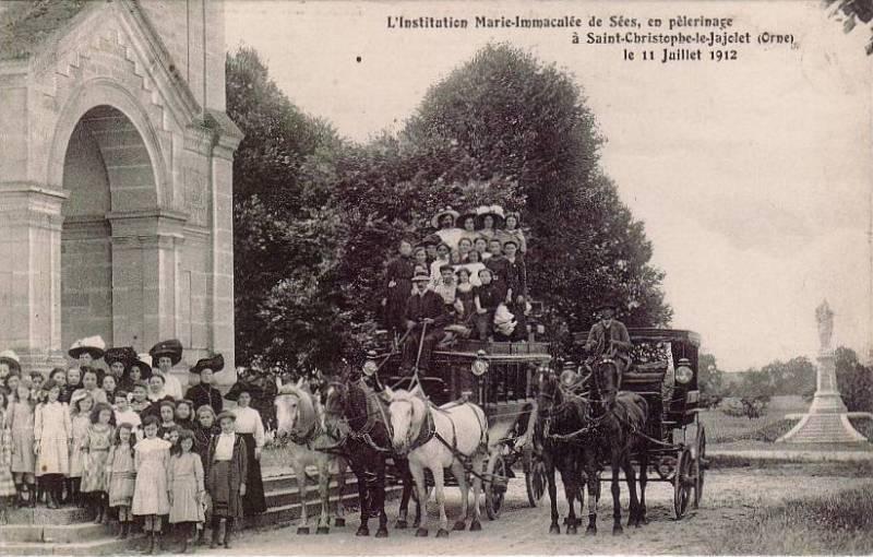 Saint-Christophe-le-Jajolet (Orne) - L'Institution Marie Immaculée de Sées en pèlerinage le 11 Juillet 1912