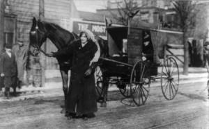 Suffragette se rendant à la manifestation du 3 mars 1913, États-Unis