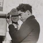 Robert Capa, né le 22 octobre 1913 à Budapest, Autriche-Hongrie, en mai 1937 en Espagne, photo de Gerda Taro - photographe et reporter de guerre américain