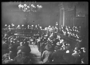 3-27 février 1913 : procès de la bande à Bonnot - vue générale de la salle d'audience