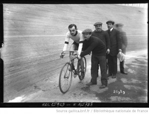 Les Six Jours (13-18 janvier 1913) - Petit-Breton en piste prêt à démarrer | Agence Rol
