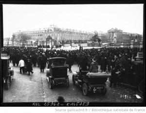 Versailles, élection présidentielle du 17 janvier 1913 : la foule devant le château