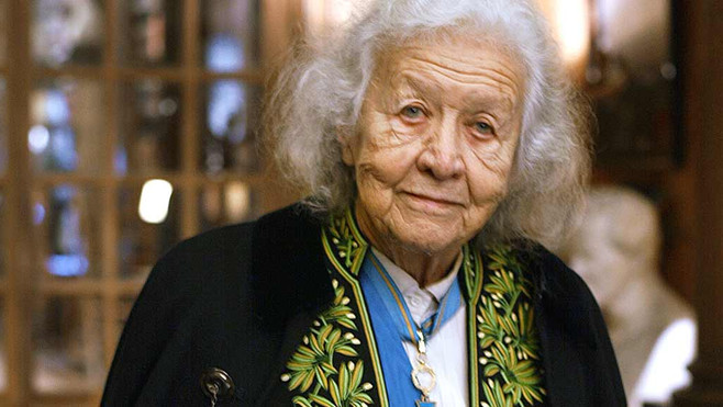 Jacqueline WORMS de ROMILLY, née DAVID (1913-2010), en 2003 en habit vert