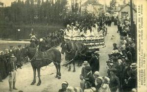 Carte Postale Ancienne - L'Ile-Bouchard (Indre-et-Loire) - Cavalcade historique et allégorique du 1er juin 1913 - 5 la corbeille d'enfants