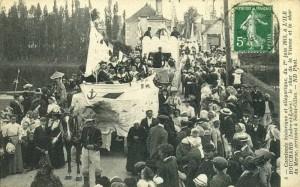 Carte Postale Ancienne - L'Ile-Bouchard (Indre-et-Loire) - Cavalcade historique et allégorique du 1er juin 1913 - 6 le char de la Vienne et le char du Maroc