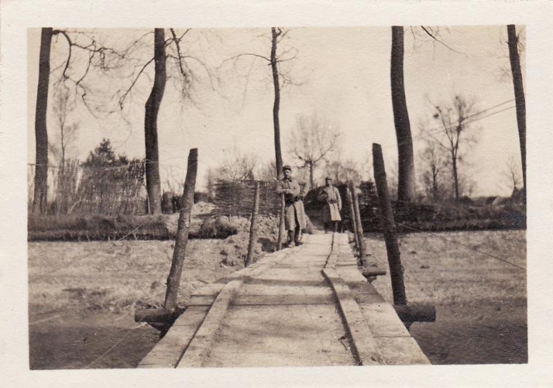 Photo originale, 1915, Cormicy, 239e RI - pont sur le canal pour aller aux tranchées de la Neuville